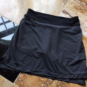 Lole B& W skort With back pockets, side slits